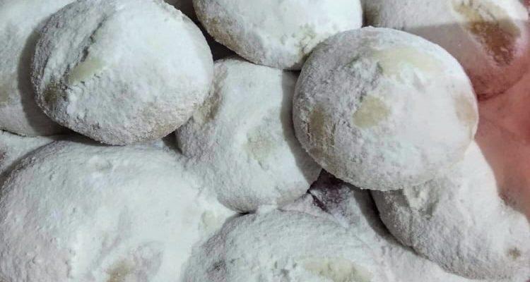 Συνταγή για αφράτους παραδοσιακούς κουραμπιέδες με αμύγδαλα