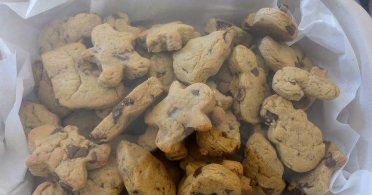 Συνταγή για Χριστουγεννιάτικα μπισκότα με κομματάκια σοκολάτας!