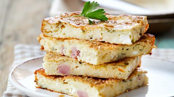 Συνταγή για αφράτη πίτα με φέτα και χαμ!