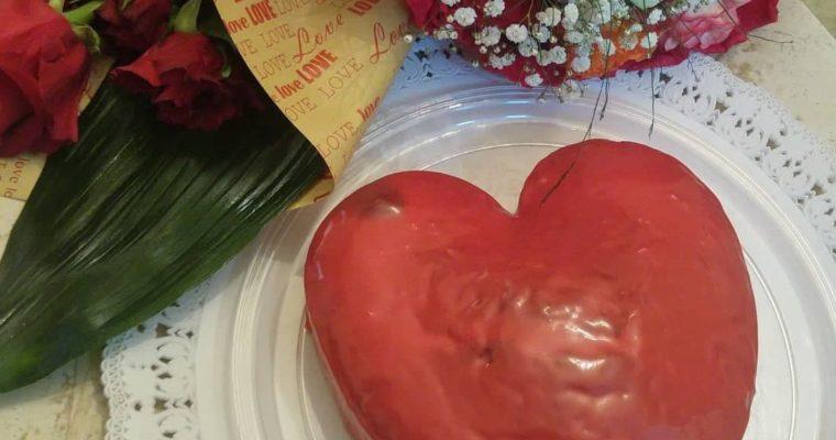 Συνταγή για Valentines RED VELVET CAKE με Nutella σε σχήμα καρδιάς και κόκκινο γλάσο!