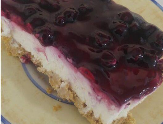 Συνταγή για Cheesecake με μαρμελάδα blackcurrant