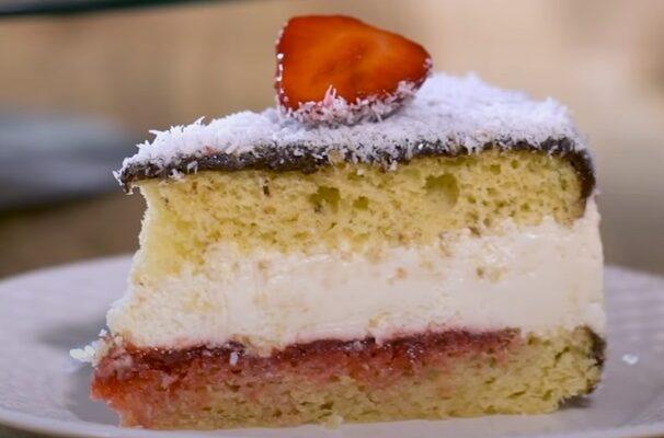 Συνταγή για Κέικ ινδοκάρυδο με σιρόπι, κρέμα τυρί μασκαρπόνε και μαρμελάδα φράουλας!