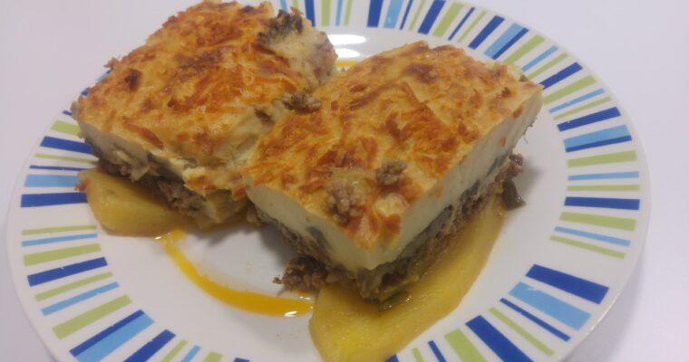 Συνταγή για παραδοσιακό Μουσακά με πατάτες, κολοκυθάκια και μελιτζάνες