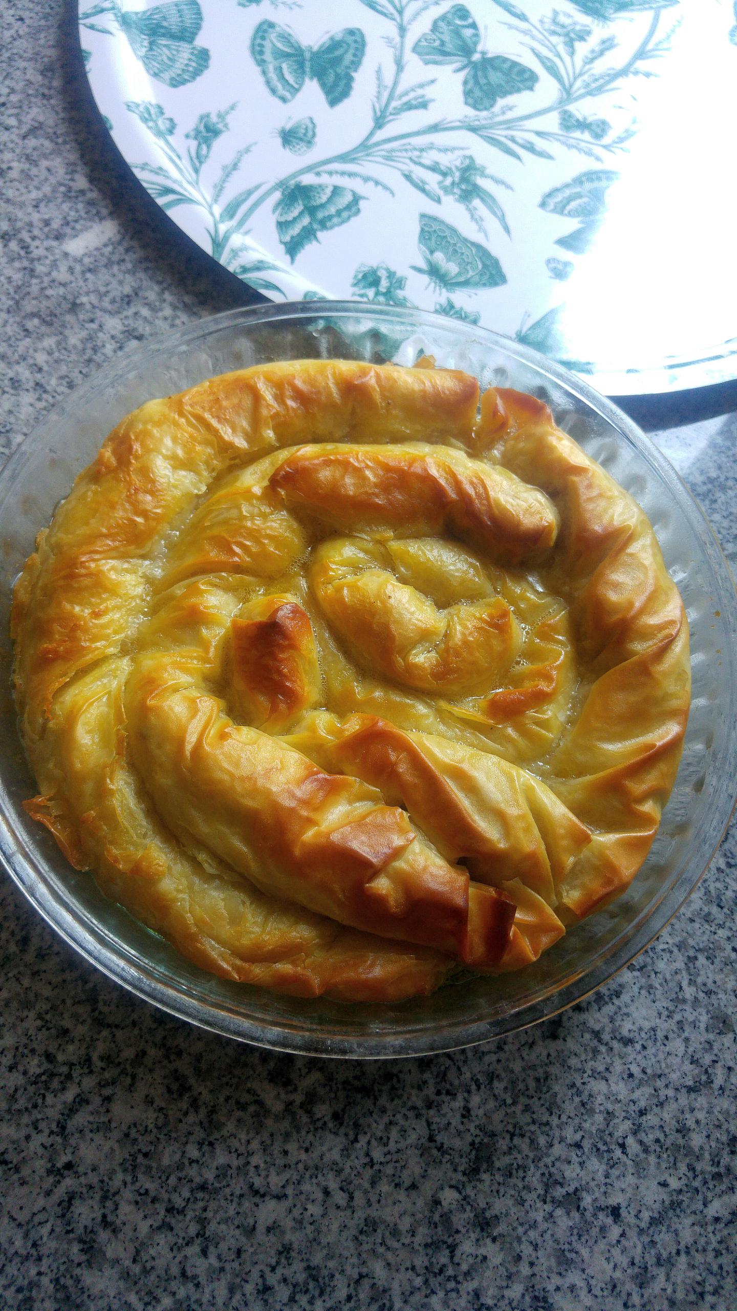 Συνταγή για ρολό με φύλλο κρούστας, αναρή, κανέλα, ανθόνερο και σιρόπι